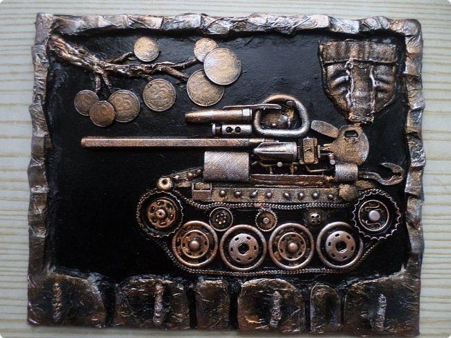 Всем огромный привет!!!   Давно не публиковала чего то нового в любимой Стране, но творить-творила! Решила ко дню защитника отечества опубликовать два МК в одном: магнит в форме танка и ключница с танчиком из хлама.  фото 3