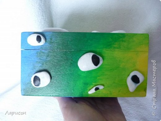 Вот такую шкатулочку оформила для себя Лера(14 лет) Сама придумала, не эскизе были ещё реснички, пока продумываются из чего и как можно сделать..., возможно, и скоро придумаются и реснички.Глазки и зубки из глины без запекания...Краски акрил... И ещё получила последнюю посылочку по игре Поздравь именинника - 4 https://stranamasterov.ru/node/1135515  от katenok270676  . фото 7