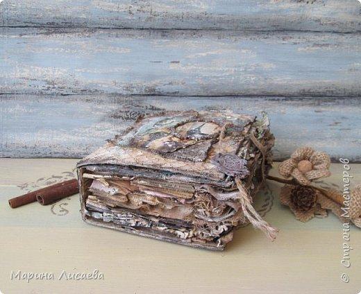 """Здравствуйте, мои дорогие жители СМ! Посмотрела я вебинар Кристины Деменской и сделала себе тоже """"Винтажную книгу"""", в которой я теперь буду хранить флешки. Посмотрите пожалуйста. фото 5"""