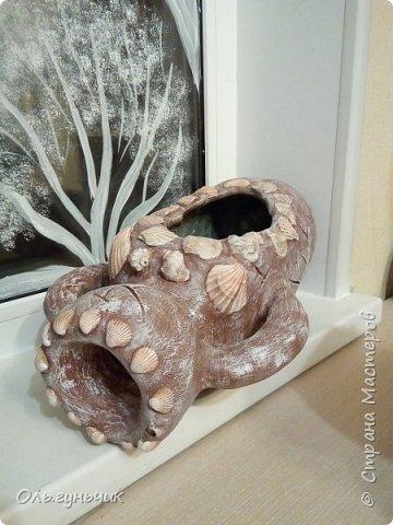 Всем привет! Недавно показывала кучку моих цементных работ, если интересно они тут: https://stranamasterov.ru/node/1171032 а теперь хочу показать одну из них, это разбитый кувшин для сухого ручья. Внутрь насыплю земли и посажу в кувшин молодила и очитки...