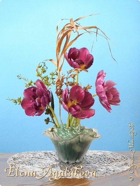Добрый день! Сегодня я к вам снова с композициями из цветов, на этот раз Весенними.  Хотя Зима еще не ушла но Весна уже на пороге и особенно хочется цветов и красок! Прошлым летом я решила осуществить еще одну свою мечту - научится цветочному дизайну. Очень люблю цветы, травки-муравки, деревья и вообще все растения. Очень увлекательно работать с цветами! Я взяла небольшой курс по цветочному дизайну. Дома делаю оранжировки из того что под рукой, беру цветы которые найду, даже полевые и из своего садика. Конечно сейчас цветов в садике нет, но есть разные веточки, травинки... использую цветы из цветочного магазина где работаю. Здесь только одна композиция (фото7) которую я делала в цветочном магазине для клиентов, остальные дома. Делюсь красотой! фото 6