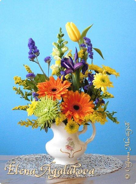 Добрый день! Сегодня я к вам снова с композициями из цветов, на этот раз Весенними.  Хотя Зима еще не ушла но Весна уже на пороге и особенно хочется цветов и красок! Прошлым летом я решила осуществить еще одну свою мечту - научится цветочному дизайну. Очень люблю цветы, травки-муравки, деревья и вообще все растения. Очень увлекательно работать с цветами! Я взяла небольшой курс по цветочному дизайну. Дома делаю оранжировки из того что под рукой, беру цветы которые найду, даже полевые и из своего садика. Конечно сейчас цветов в садике нет, но есть разные веточки, травинки... использую цветы из цветочного магазина где работаю. Здесь только одна композиция (фото7) которую я делала в цветочном магазине для клиентов, остальные дома. Делюсь красотой! фото 12