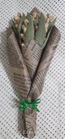 На 23 февраля я делала мужские наборы в которых использовала колоски с фисташками, а коллега (девушка) на работе просто обожает фисташки. И я решила сделать вот такой маленький скромненький букетик, ей на день рождения,  а почему бы и нет!