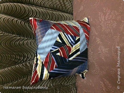 Подушка из мужских галстуков- наконец дошли руки фото 1