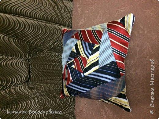 Подушка из мужских галстуков- наконец дошли руки фото 2