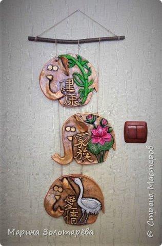 Здравствуйте, друзья! Идею этого интересного триптиха подсмотрела тут , в СМ.  Это композиция с восточными слонами и символами, обозначающими ЗДОРОВЬЕ (бамбук), СЕМЬЮ (лотос), ЛЮБОВЬ(журавль).