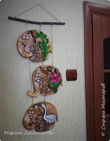 Здравствуйте, друзья! Идею этого интересного триптиха подсмотрела тут , в СМ.  Это композиция с восточными слонами и символами, обозначающими ЗДОРОВЬЕ (бамбук), СЕМЬЮ (лотос), ЛЮБОВЬ(журавль).  фото 2