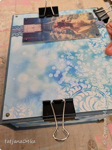 Что понадобилось для работы: 1. Картон (размер 0,3мм) 2. Оберточная бумага  3. Декоративные элементы из металла , чем  украсить коробку. 4. Клей для бумаги (ПВА, Момент Кристалл или любой другой, прочный) 5. Ножницы 6 Линейка,карандаш  Как сделать коробку,,,,Действий много, но награда не заставит себя ждать.  Для начала я вырезала картон необходимого размера  -крышку, днище   - заднюю  стенку  -для стенок понадобилось три детали  фото 10