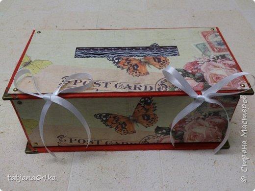 Что понадобилось для работы: 1. Картон (размер 0,3мм) 2. Оберточная бумага  3. Декоративные элементы из металла , чем  украсить коробку. 4. Клей для бумаги (ПВА, Момент Кристалл или любой другой, прочный) 5. Ножницы 6 Линейка,карандаш  Как сделать коробку,,,,Действий много, но награда не заставит себя ждать.  Для начала я вырезала картон необходимого размера  -крышку, днище   - заднюю  стенку  -для стенок понадобилось три детали  фото 24