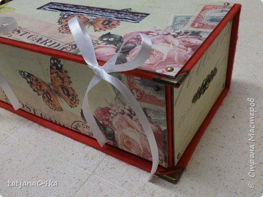 Что понадобилось для работы: 1. Картон (размер 0,3мм) 2. Оберточная бумага  3. Декоративные элементы из металла , чем  украсить коробку. 4. Клей для бумаги (ПВА, Момент Кристалл или любой другой, прочный) 5. Ножницы 6 Линейка,карандаш  Как сделать коробку,,,,Действий много, но награда не заставит себя ждать.  Для начала я вырезала картон необходимого размера  -крышку, днище   - заднюю  стенку  -для стенок понадобилось три детали  фото 25
