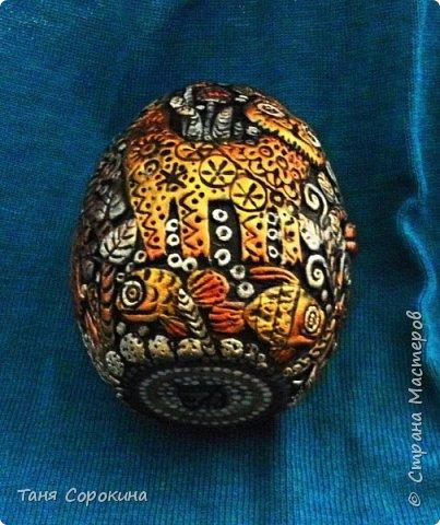 И снова я к вам с новой работой!))) Сейчас занимаюсь яйцами к Пасхе, это первое, всего будет 3 новых. Яйцо большое, 13см, керамическое, украсила его лепкой из керапласта. На нём у меня животные, которые живут в украинских (и не только!) дворах. Надо бы было и хрюшку слепить, но не поместилась))). фото 6