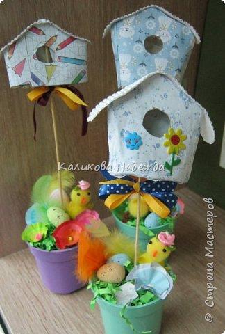 Изготовление мини-скворечников можно приурочить к Международному Дню птиц (ежегодно 1 апреля).А можно их мастерить всю весну - ведь маленький птичий домик - символ прихода весны. Из каких подручных материалов мы делали домики?  фото 14