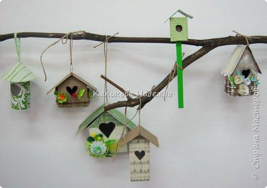 Изготовление мини-скворечников можно приурочить к Международному Дню птиц (ежегодно 1 апреля).А можно их мастерить всю весну - ведь маленький птичий домик - символ прихода весны. Из каких подручных материалов мы делали домики?  фото 11