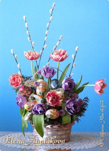 Добрый день! Сегодня я к вам снова с Весенними композициями из цветов. Весна пришла и особенно хочется цветов и красок! Прошлым летом я решила осуществить еще одну свою мечту - научится цветочному дизайну. Очень люблю цветы, травки-муравки, деревья и вообще все растения. Очень увлекательно работать с цветами! Я взяла небольшой курс по цветочному дизайну. Дома делаю оранжировки из того что под рукой, беру цветы которые найду, даже полевые и из своего садика. Конечно сейчас цветов в садике нет, но есть разные веточки, травинки... использую цветы из цветочного магазина где работаю. Делюсь красотой!