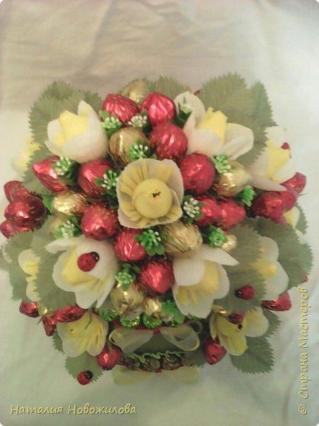 """""""Тортик"""" на юбилей  с конфетными клубничками - вид сверху"""