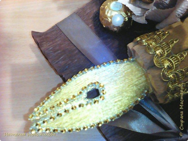 Мудрая сова с золотым пером для директора школы, подарок на день рождения: оформление банки кофе и коробки печенья. Золотое перо из шоколадок. фото 9