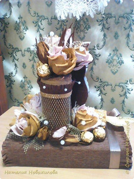 Мудрая сова с золотым пером для директора школы, подарок на день рождения: оформление банки кофе и коробки печенья. Золотое перо из шоколадок. фото 6