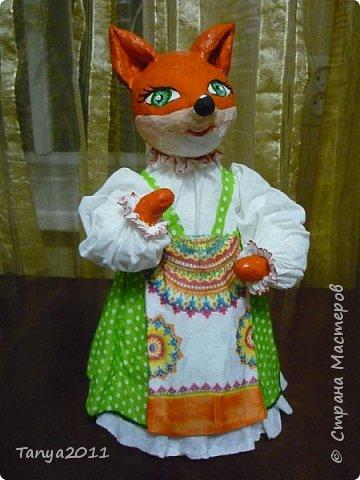 Я осваиваю ватные игрушки. Сначала выходило корявенько. А теперь уже детей учу. Такую лисичку-сестричку сваяли на конкурс. Ещё сделали кота, но сфотографировать пока не успели - уехали на конкурс.
