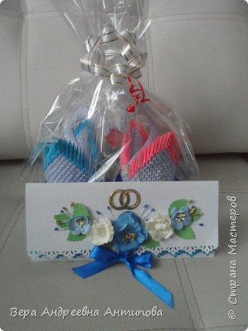 Всем доброго дня! Подруга моей младшей дочки недавно вышла замуж, дочка попросила сделать ей в подарок пару лебедей и конверт-открытку. Вот что у меня получилось.   фото 1