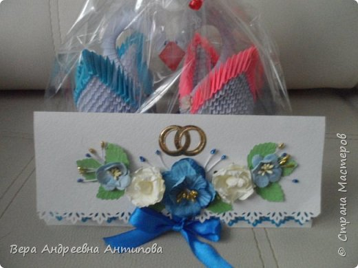 Всем доброго дня! Подруга моей младшей дочки недавно вышла замуж, дочка попросила сделать ей в подарок пару лебедей и конверт-открытку. Вот что у меня получилось.   фото 2