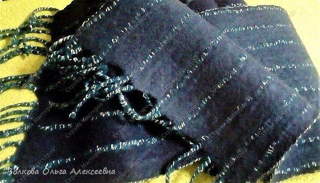 Добрый день. Сегодня решила выложить последние работы. Начну с шерсти. Мужу сваляла новый шарф. Использовала тонкую овечью шерсть тёмно-синего и джинсового цветов, плюс декоративные кручёные нитки для вязания. фото 2