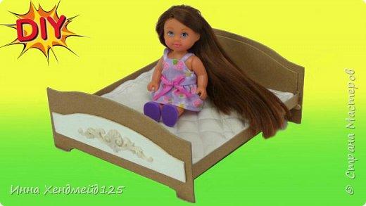 Для куколки Эви сделала кровать. Это изделия замечательно подойдет для фото и мультиков с куклами.  Такую кровать можно сделать для разных кукол, только нужно подбирать размеры заготовок.