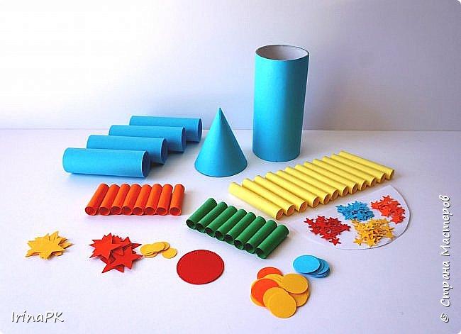 Такие ракеты делала с детьми ко Дню Космонавтики уже давно, забыла выложить. Основа ракеты - трубочка от туалетной бумаги, обклеенная цветной бумагой. Верх - конус. Сопла - накручиваем бумагу на толстый маркер, между ними - трубочки, накрученные на фломастеры. Можно скрутить ровно, а можно в виде кулечков. фото 6