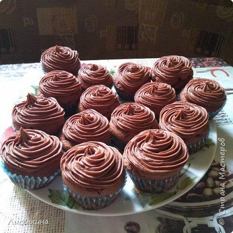 Добрый день дорогие мастера и мастерицы. Сегодня покажу вам как приготовить шоколадные капкейки с шоколадным кремом. фото 6