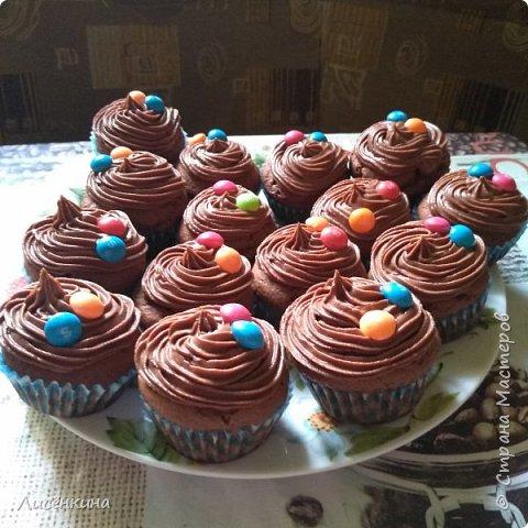 Добрый день дорогие мастера и мастерицы. Сегодня покажу вам как приготовить шоколадные капкейки с шоколадным кремом.