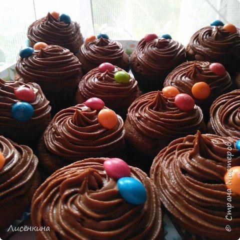 Добрый день дорогие мастера и мастерицы. Сегодня покажу вам как приготовить шоколадные капкейки с шоколадным кремом. фото 8