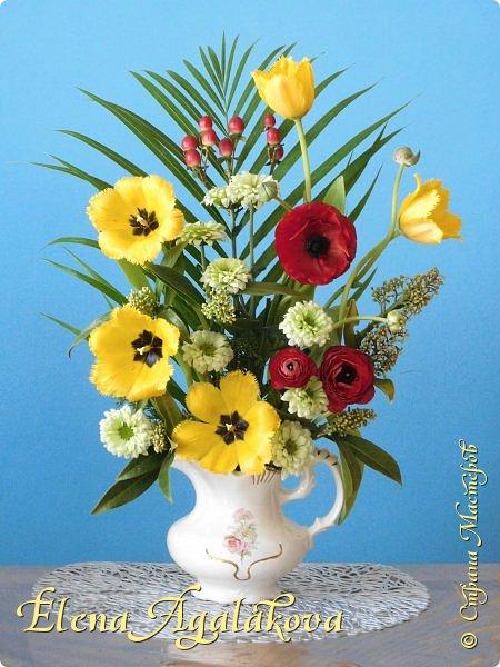 Добрый день! Сегодня я к вам снова с композициями из цветов.  Прошлым летом я решила осуществить еще одну свою мечту - научится цветочному дизайну. Очень люблю цветы, травки-муравки, деревья и вообще все растения. Очень увлекательно работать с цветами! Я взяла небольшой курс по цветочному дизайну. Дома делаю аранжировки из того что под рукой, беру цветы которые найду, даже полевые и из своего садика. Люблю использовать разные веточки, травинки...  Делюсь красотой!