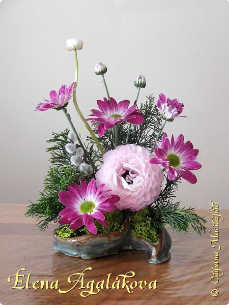 Добрый день! Сегодня я к вам снова с композициями из цветов.  Прошлым летом я решила осуществить еще одну свою мечту - научится цветочному дизайну. Очень люблю цветы, травки-муравки, деревья и вообще все растения. Очень увлекательно работать с цветами! Я взяла небольшой курс по цветочному дизайну. Дома делаю аранжировки из того что под рукой, беру цветы которые найду, даже полевые и из своего садика. Люблю использовать разные веточки, травинки...  Делюсь красотой!  фото 8