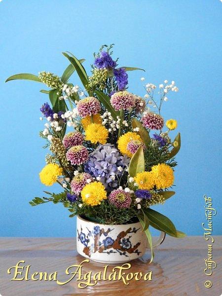 Добрый день! Сегодня я к вам снова с композициями из цветов.  Прошлым летом я решила осуществить еще одну свою мечту - научится цветочному дизайну. Очень люблю цветы, травки-муравки, деревья и вообще все растения. Очень увлекательно работать с цветами! Я взяла небольшой курс по цветочному дизайну. Дома делаю аранжировки из того что под рукой, беру цветы которые найду, даже полевые и из своего садика. Люблю использовать разные веточки, травинки...  Делюсь красотой!  фото 5