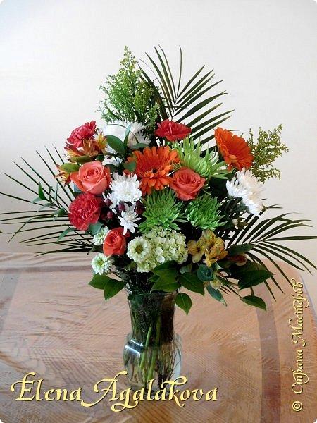 Добрый день! Сегодня я к вам снова с композициями из цветов.  Прошлым летом я решила осуществить еще одну свою мечту - научится цветочному дизайну. Очень люблю цветы, травки-муравки, деревья и вообще все растения. Очень увлекательно работать с цветами! Я взяла небольшой курс по цветочному дизайну. Дома делаю аранжировки из того что под рукой, беру цветы которые найду, даже полевые и из своего садика. Люблю использовать разные веточки, травинки...  Делюсь красотой!  фото 7