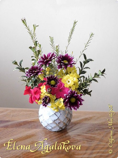 Добрый день! Сегодня я к вам снова с композициями из цветов.  Прошлым летом я решила осуществить еще одну свою мечту - научится цветочному дизайну. Очень люблю цветы, травки-муравки, деревья и вообще все растения. Очень увлекательно работать с цветами! Я взяла небольшой курс по цветочному дизайну. Дома делаю аранжировки из того что под рукой, беру цветы которые найду, даже полевые и из своего садика. Люблю использовать разные веточки, травинки...  Делюсь красотой!  фото 18