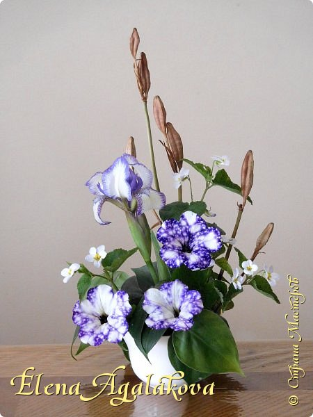 Добрый день! Сегодня я к вам снова с композициями из цветов.  Прошлым летом я решила осуществить еще одну свою мечту - научится цветочному дизайну. Очень люблю цветы, травки-муравки, деревья и вообще все растения. Очень увлекательно работать с цветами! Я взяла небольшой курс по цветочному дизайну. Дома делаю аранжировки из того что под рукой, беру цветы которые найду, даже полевые и из своего садика. Люблю использовать разные веточки, травинки...  Делюсь красотой!  фото 17