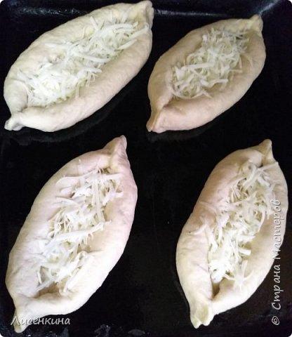 Добрый день мастера и мастерицы. Сегодня хочу рассказать вам как приготовить очень вкусное и красивое блюдо Хачапури по Аджарски. Готовить очень просто. Совсем не затратно. Но  результат просто суперский. фото 12