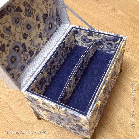 Приветствую всех, кто зашёл ко мне в гости! В этом блоге я покажу ещё две шкатулки в технике Тканевый картонаж. Выполнила их давно. Возможно кто-то их уже видел в ОК и в ВК. Картонаж доставляет мне истинное удовольствие, особенно, если получается задуманное!    фото 8