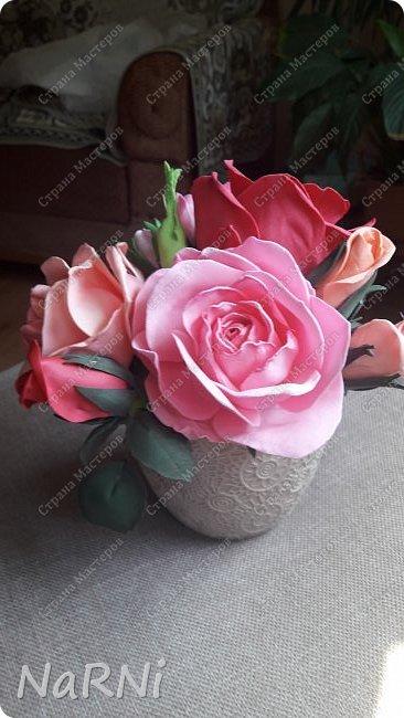 Лепестки и один бутон выполнены из зефирного фоамирана, листья и чашелистики из китайского фома. фото 2