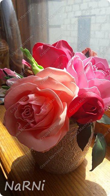 Лепестки и один бутон выполнены из зефирного фоамирана, листья и чашелистики из китайского фома. фото 4