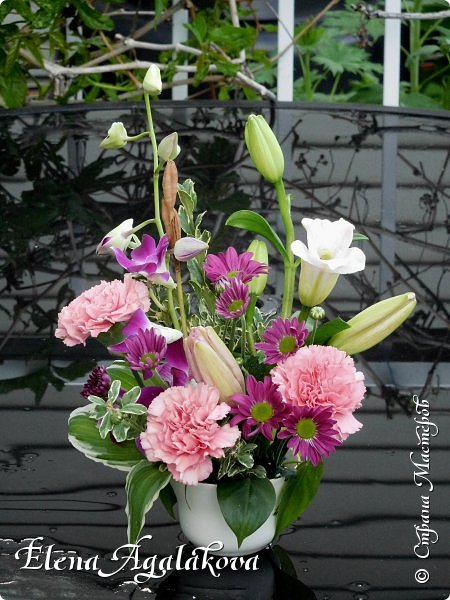 Добрый день! Сегодня я к вам снова с композициями из цветов. Прошлым летом я решила осуществить еще одну свою мечту - научится цветочному дизайну. Очень люблю цветы, травки-муравки, деревья и вообще все растения. Очень увлекательно работать с цветами! Я взяла небольшой курс по цветочному дизайну. Дома делаю аранжировки из того что под рукой, беру цветы которые найду, даже полевые и из своего садика. Люблю использовать разные веточки, травинки... Делюсь красотой!  фото 14