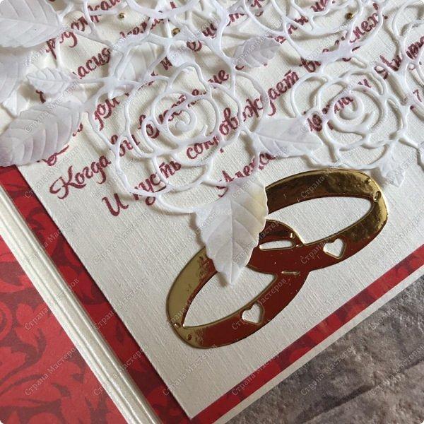Красная открытка на свадьбу. Все в моем стиле:) Сделала её очень легко!  Была одна сложность, в магазинах нет красной бумаги... :) Два листочка в запасах обнаружились.А вообще, реально, красная только новогодняя, а базовой не найти ( речь о реальных магазинах) фото 7