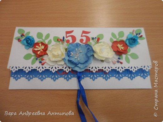 Всем добрый день! В начале июня моей коллеге было 55 лет, смастерила ей в подарок вот такую открытку конвертик в любимых ее цветах. фото 1