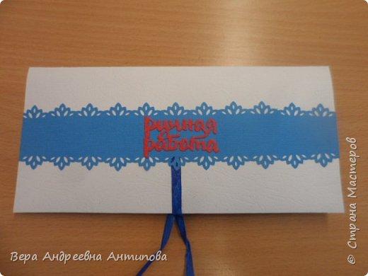 Всем добрый день! В начале июня моей коллеге было 55 лет, смастерила ей в подарок вот такую открытку конвертик в любимых ее цветах. фото 3