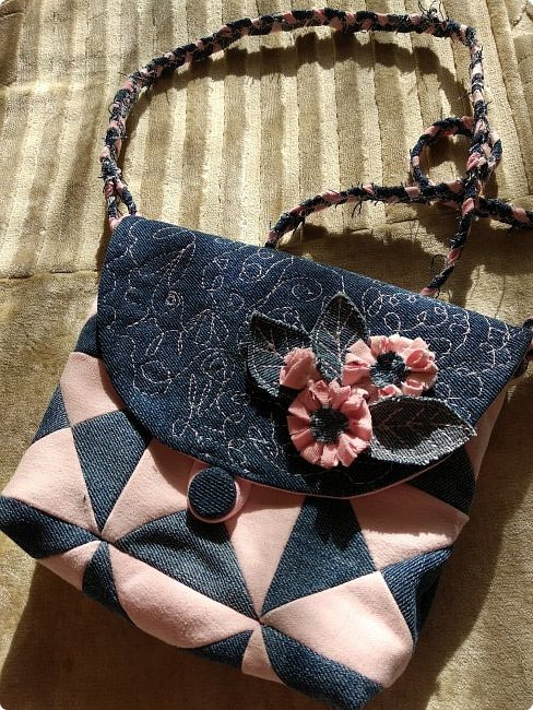 Маленькая сумочка через плечо. Из двух джинсов, розовые и синие. Розовые - мягкие. фото 1