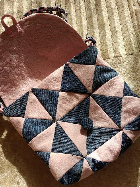 Маленькая сумочка через плечо. Из двух джинсов, розовые и синие. Розовые - мягкие. фото 2