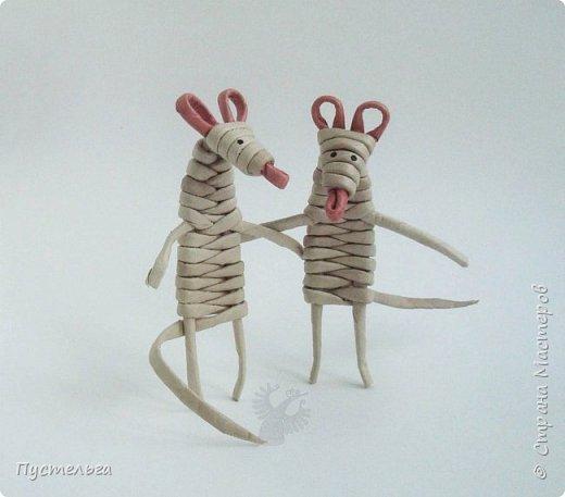 """К Новому году готовимся летом! Сплетём мышку-малышку.  Всего 6 трубочек, из них 1 розовая. Бумага """"Кондопога"""" Ширина полосы 7 см, спица 1,2 мм фото 15"""