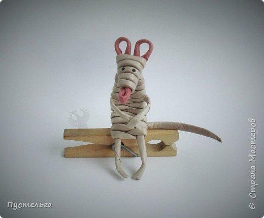 """К Новому году готовимся летом! Сплетём мышку-малышку.  Всего 6 трубочек, из них 1 розовая. Бумага """"Кондопога"""" Ширина полосы 7 см, спица 1,2 мм фото 14"""