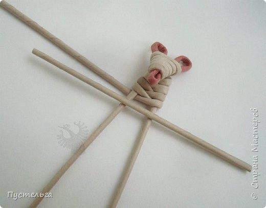 """К Новому году готовимся летом! Сплетём мышку-малышку.  Всего 6 трубочек, из них 1 розовая. Бумага """"Кондопога"""" Ширина полосы 7 см, спица 1,2 мм фото 9"""