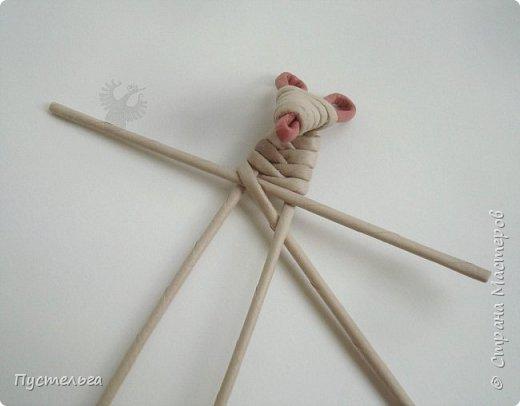 """К Новому году готовимся летом! Сплетём мышку-малышку.  Всего 6 трубочек, из них 1 розовая. Бумага """"Кондопога"""" Ширина полосы 7 см, спица 1,2 мм фото 10"""